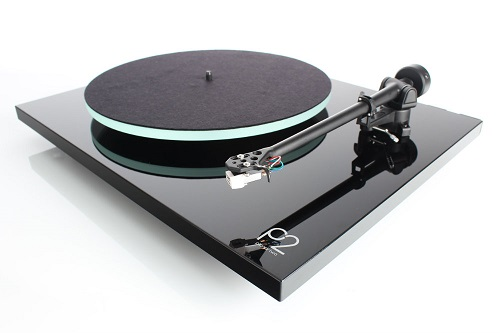 Rega Planar 2 in Gloss Black